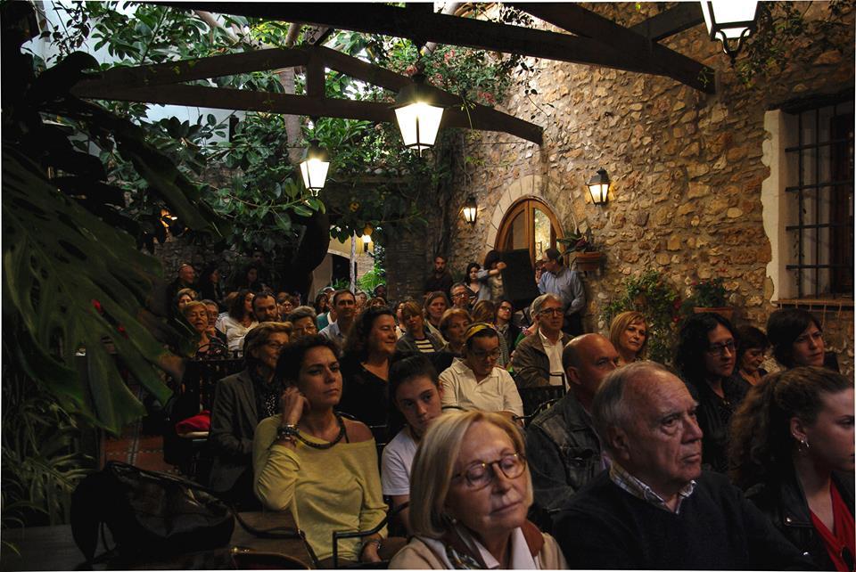 Decenas de asistentes en la ceremonía de entrega de premios del I Certamen Literario Matria por la Igualdad de Género